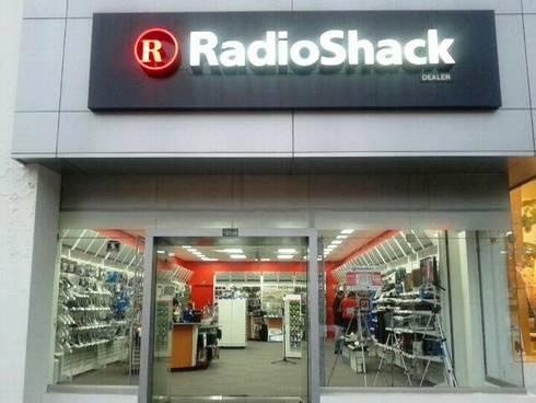 RadioShack Calle 122: Oficinas y Tiendas de estilo  por bdl concept/studio