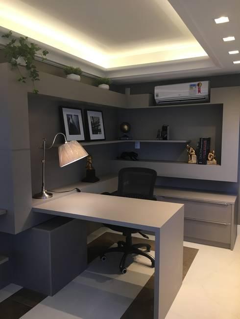 Projekty,  Domowe biuro i gabinet zaprojektowane przez KOSH Arquitetura & Interiores