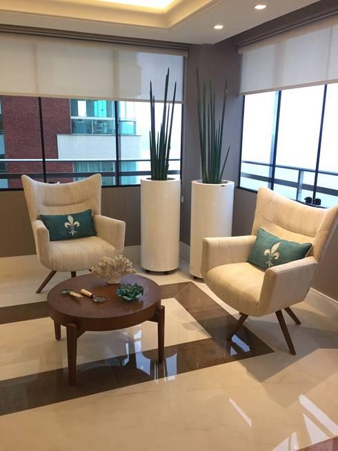 Phòng khách by KOSH Arquitetura & Interiores