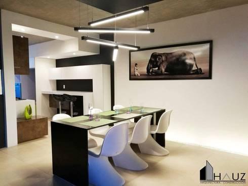 CASA LF: Comedores de estilo moderno por HAUZ-ARQ