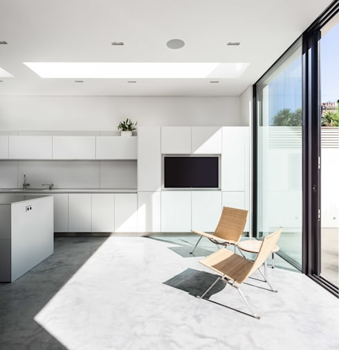Chiswick House, London W14: modern Kitchen by AU Architects