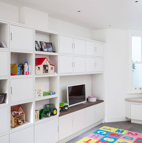 Slot House, London W12:  Nursery/kid's room by AU Architects