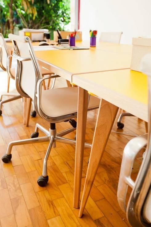Oficinas y tiendas de estilo  por Move Móvel  Criação de Mobiliário