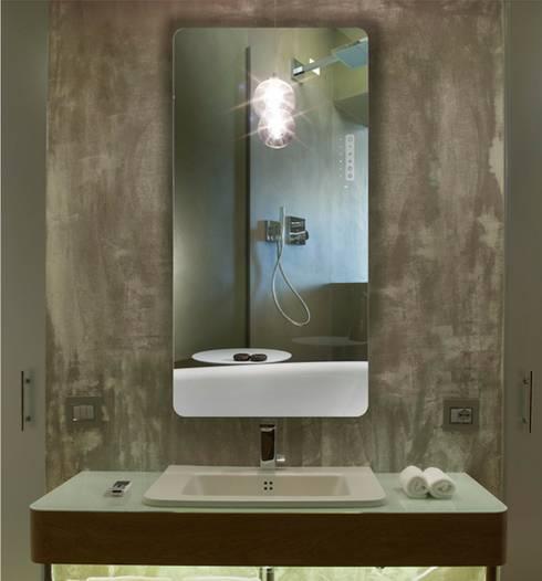 Spiegelheizung Reflex von K8 Radiatori:  Badezimmer von RF Design GmbH