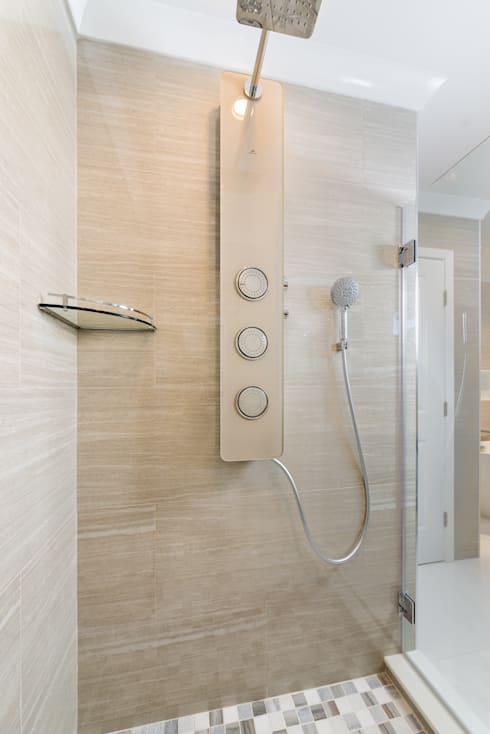 Master Bathroom Shower with Integrated Porcelanossa shower module: modern Bathroom by HOMEREDI