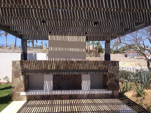 Pabellón exterior: Terrazas de estilo  por Arq. Gustavo Teran