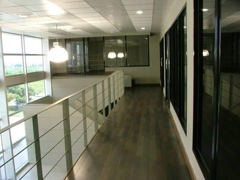 Office Interior Factory Design:   by     Avatar Co., ltd.