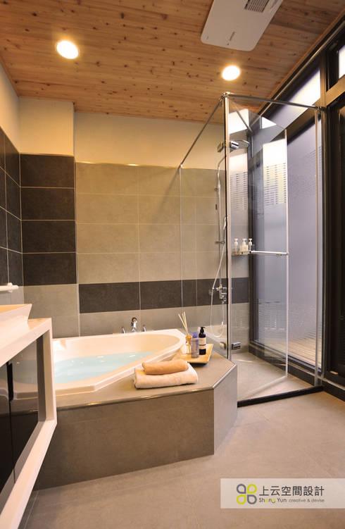 Baños de estilo escandinavo por 上云空間設計