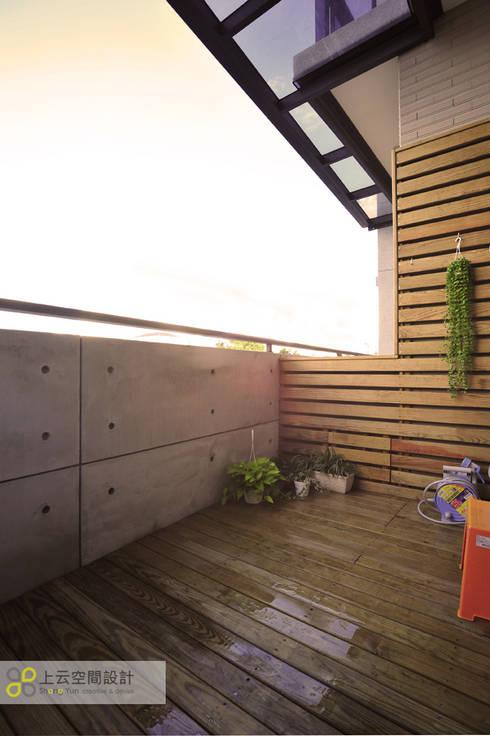 Terrazas de estilo  por 上云空間設計