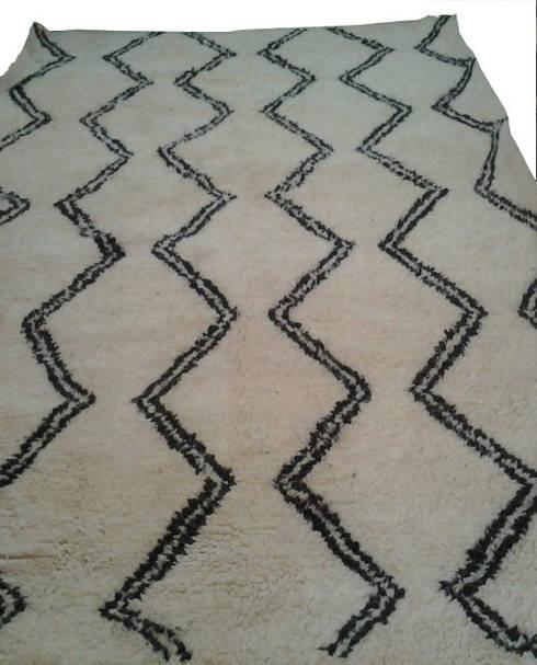 BENI OURAIN WAVES RUG: mediterranean Living room by Africancreates
