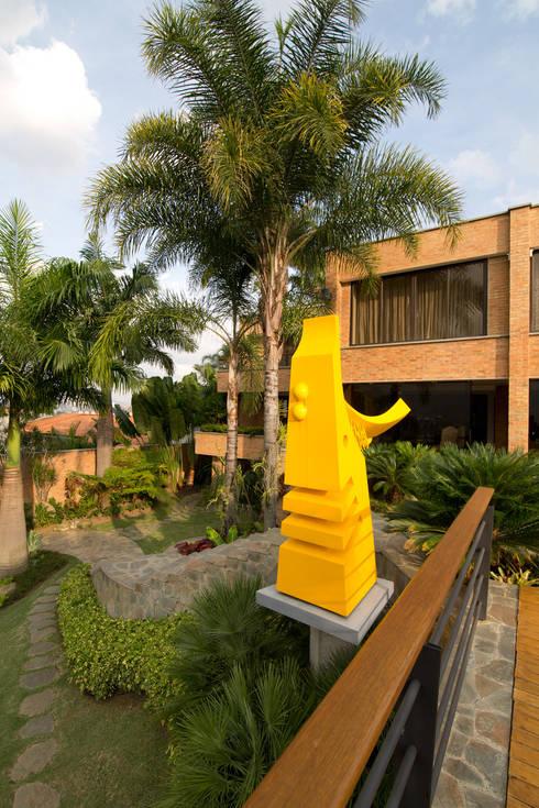 Casa 906: Jardines de estilo  por Objetos DAC
