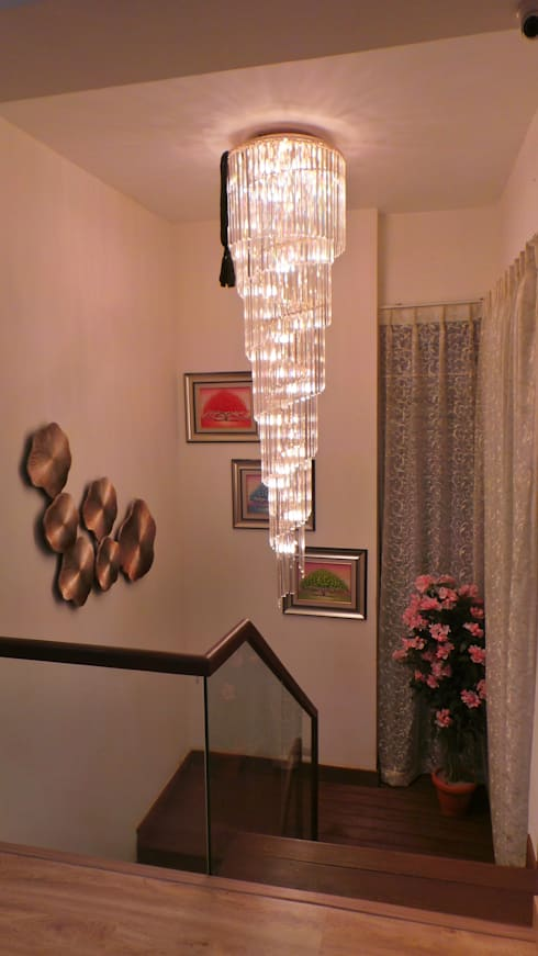 Bungalow :  Corridor & hallway by Shadab Anwari & Associates.
