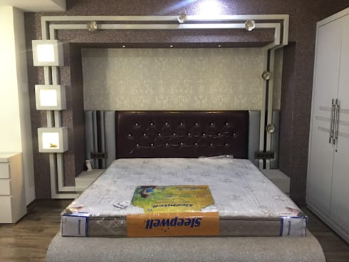 MR. NANDESH KATTA'S RESIDENCE: asian Bedroom by cosmos collection