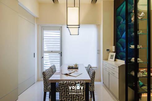 潺禪。垂影 - 現代隱禪:  餐廳 by 有容藝室內裝修設計有限公司