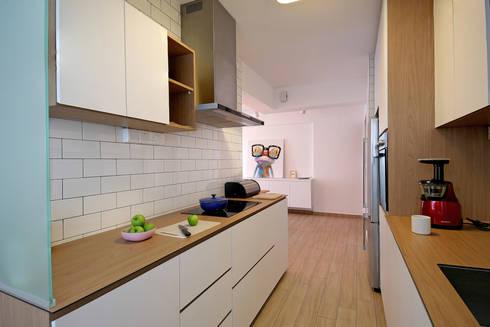HDB Blk 429A Yishun: scandinavian Kitchen by Renozone Interior design house