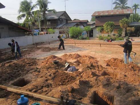 บ้านไม้ของคุณหมอตา:   by สถาปนิกสุรินทร์ ก่อสร้าง