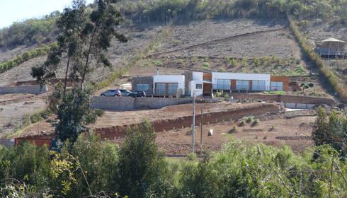 Vivienda L52 Fundo Loreto, La Serena.: Livings de estilo mediterraneo por Territorio Arquitectura y Construccion