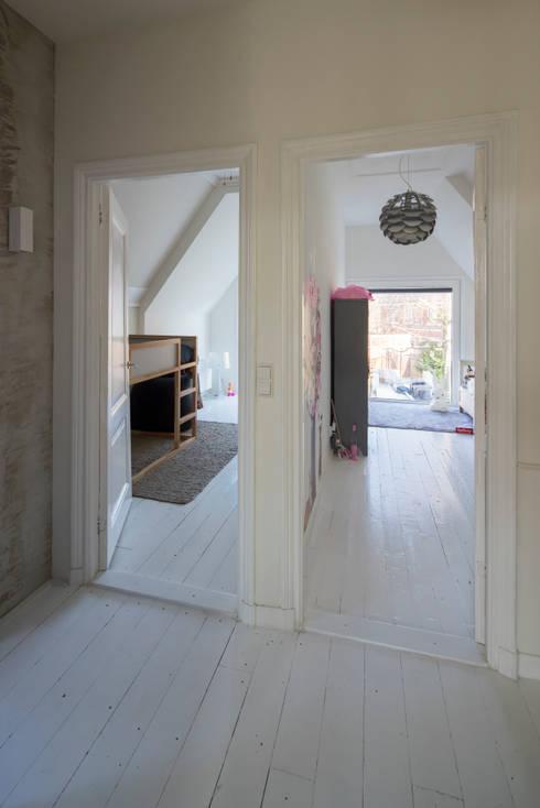Uitgerekt Huis:  Gang en hal door Ruud Visser Architecten