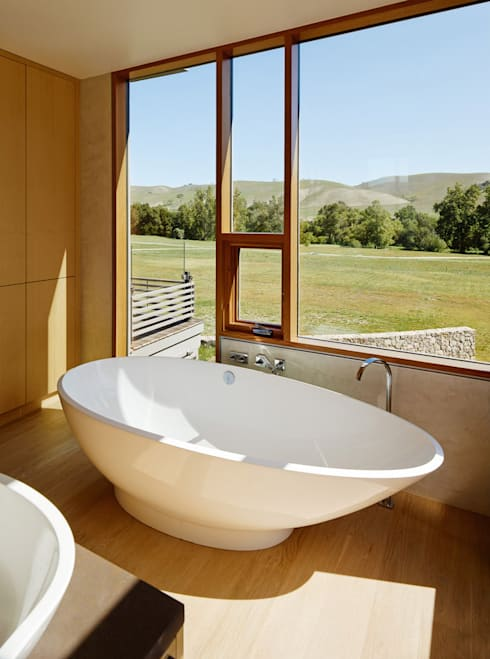 Spring Ranch: modern Bathroom by Feldman Architecture