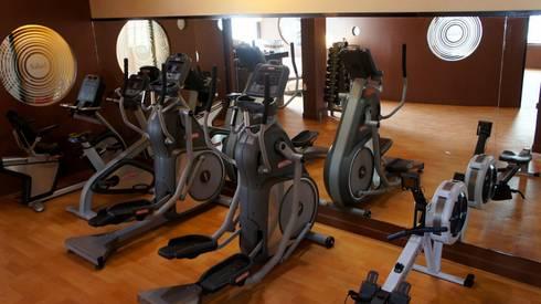 proyecto y obra gym: Gimnasios de estilo ecléctico por FRACTAL CORP Arquitectura