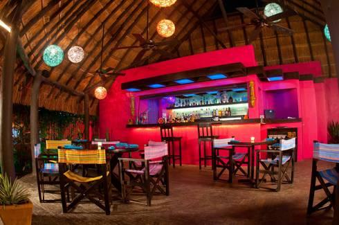 proyecto y obra restaurant: Comedores de estilo ecléctico por FRACTAL CORP Arquitectura