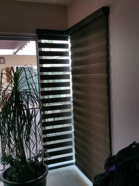 Proyecto Puerta de Hierro Tijuana.: Puertas y ventanas de estilo mediterraneo por Persianas tijuana online