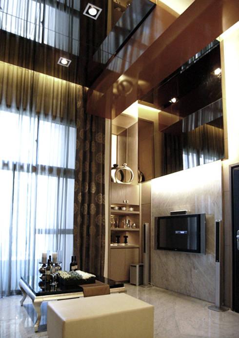 台北大安美術館樣品屋:  客廳 by 直譯空間設計有限公司