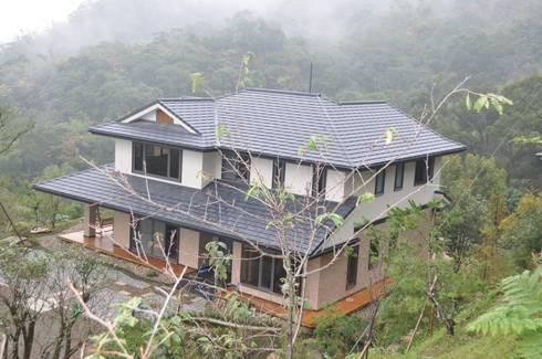 SHIHYAO_苗栗風雲宅:  房子 by 翔霖營造有限公司