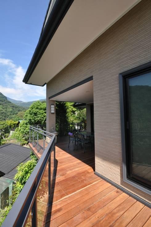 Projekty, klasyczne Domy zaprojektowane przez 翔霖營造有限公司