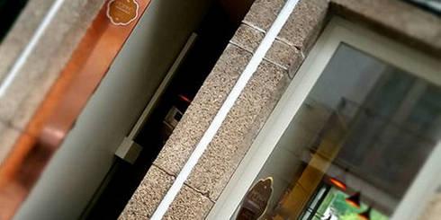 072.PM.15   Moinho Pastelaria: Lojas e espaços comerciais  por Just an Architect   João Abreu Arquitectos