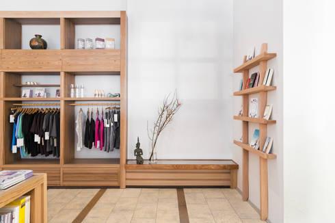 eingangsbereich und shop spirit yoga por britta wei er. Black Bedroom Furniture Sets. Home Design Ideas