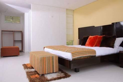 ALCOBA AUXILIAR: Dormitorios de estilo  por KAYROS ARQUITECTURA DISEÑO INTERIOR