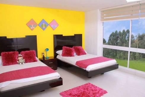 ALCOBA JOVENCITAS: Dormitorios de estilo  por KAYROS ARQUITECTURA DISEÑO INTERIOR
