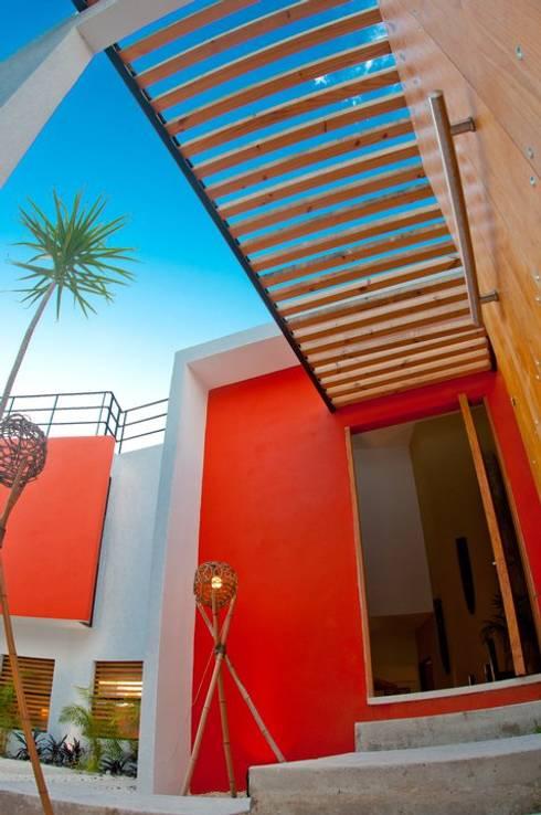 FACHADA INTERIOR: Casas de estilo  por FRACTAL CORP Arquitectura
