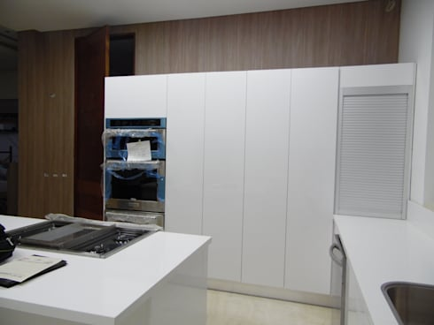 Enchapes de Pared.: Cocinas de estilo moderno por TRES52 - Mobiliario