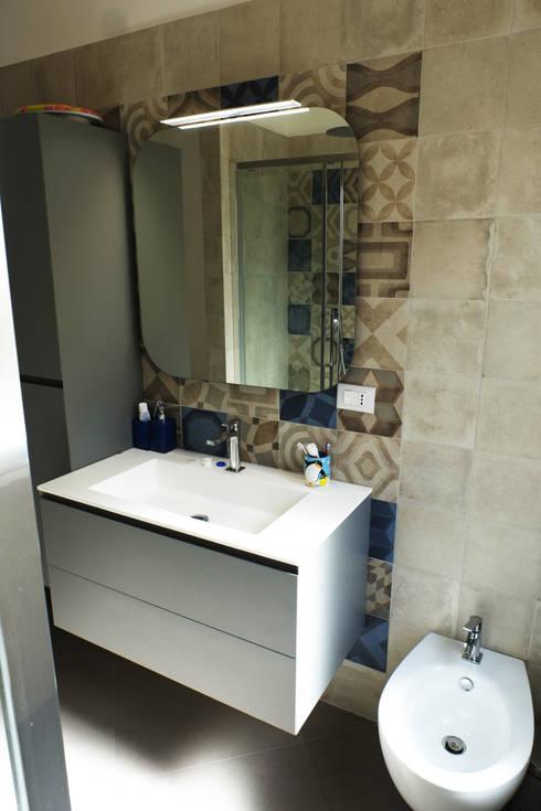 Casa PF: Bagno in stile  di Giulia Villani - Studio Guerra