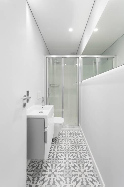 Baños de estilo  por PAULO MARTINS ARQ&DESIGN