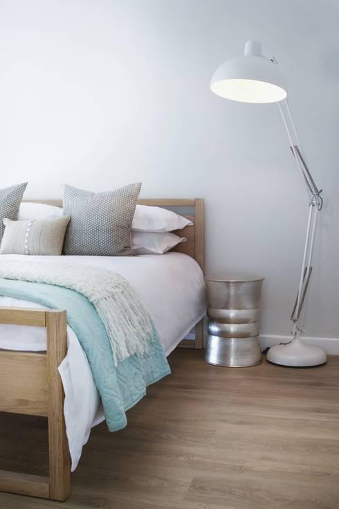 Guest bedroom 2: modern Bedroom by Salomé Knijnenburg Interiors