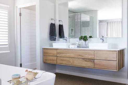 Main en-suite : modern Bathroom by Salomé Knijnenburg Interiors