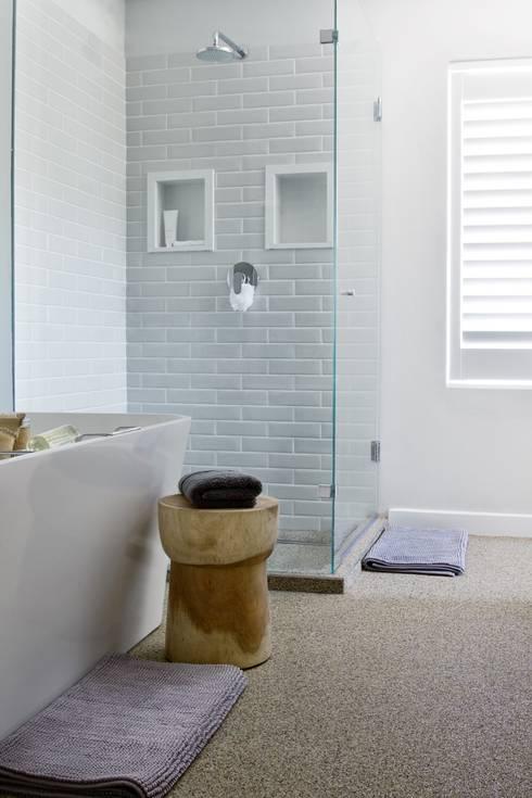 Main en-suite: modern Bathroom by Salomé Knijnenburg Interiors