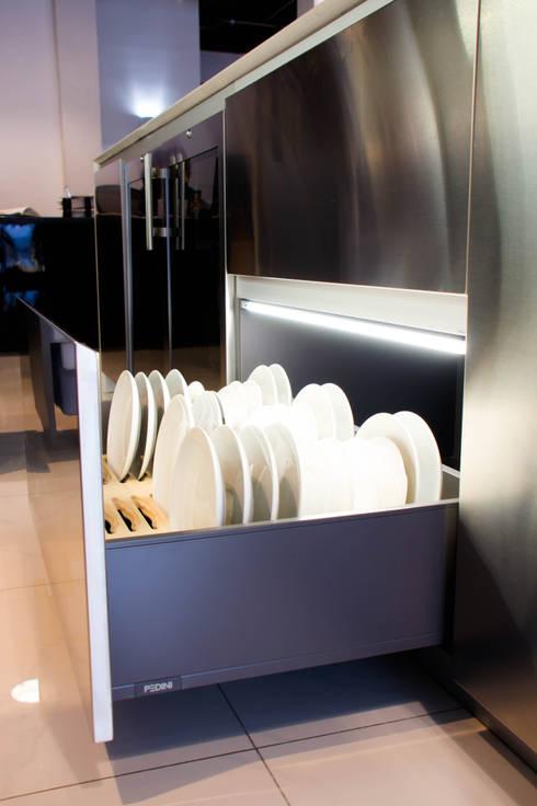 ACCESORIOS PARA PLATOS : Cocinas de estilo moderno por ARTE CUCINE/ PEDINI SAN ANGEL