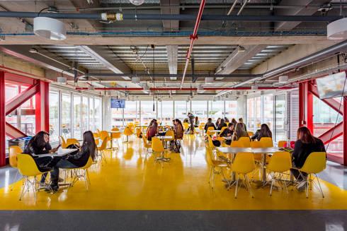La Salle College: Comedores de estilo moderno por MRV ARQUITECTOS