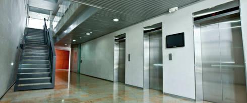 Torre Proksol: Oficinas y tiendas de estilo  por MRV ARQUITECTOS