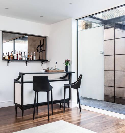 Bar appartement: modern Kitchen by Wood'n design