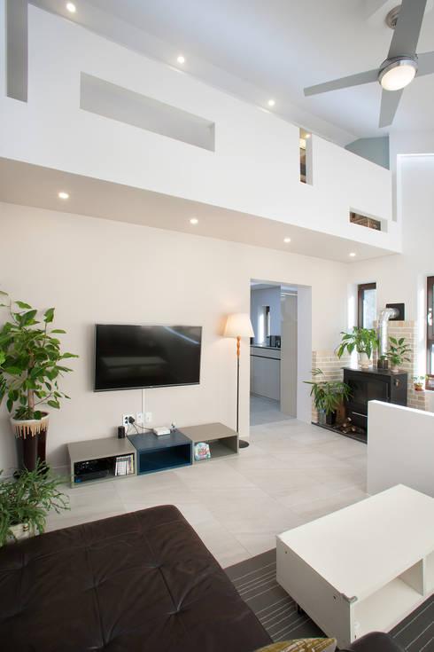 평창동 주택 리모델링 프로젝트: O-Scape Architecten의  거실