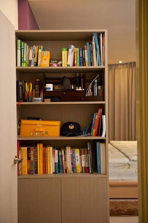 一房一廳公寓(舊屋整修)-黎公館:  書房/辦公室 by 七輪空間設計