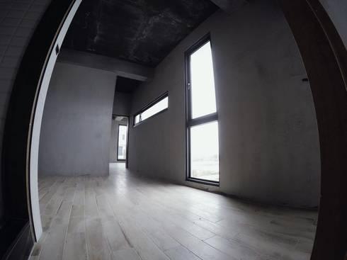 別墅施作中-記錄:  走廊 & 玄關 by 光島室內設計