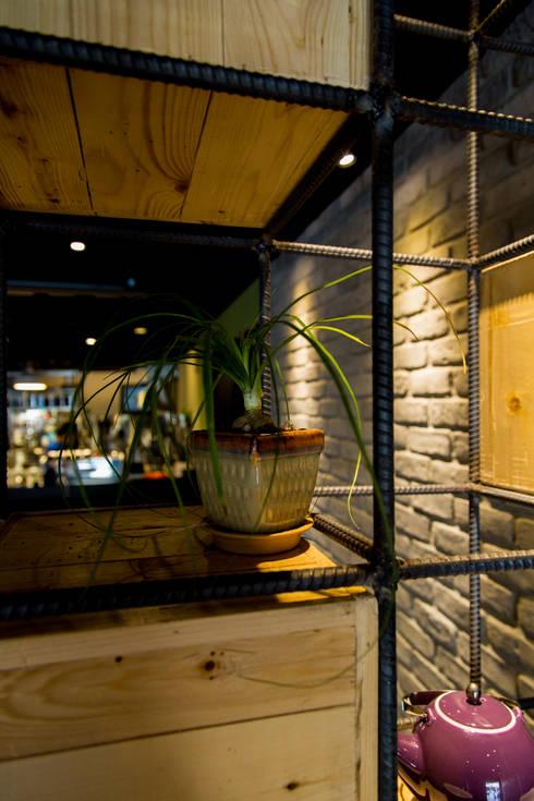 欣圓-獨家料理:  酒吧&夜店 by 七輪空間設計