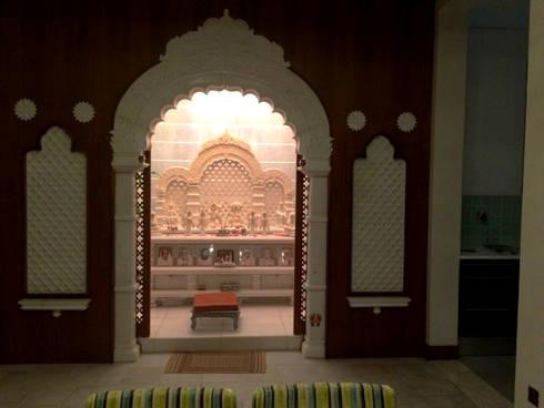 Mandir: classic Living room by AAMRAPALI BHOGLE
