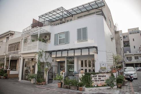 台南 小葉子鄉村部屋外觀:  辦公室&店面 by 直譯空間設計有限公司